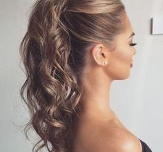 Photo of 8 Hairstyle With Gown That Will Make You Look Gorgeous